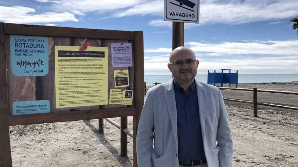 Jesús Pérez Atencia teniente alcalde de Torre del Mar en Vélez botadura pública