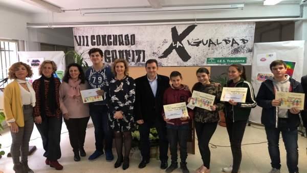 López (centro), en la entrega de premios