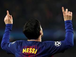 Messi, gol con dedicatoria incluida