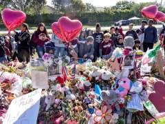 Dos hermanos supervivientes a la matanza en Florida publicarán un libro en junio