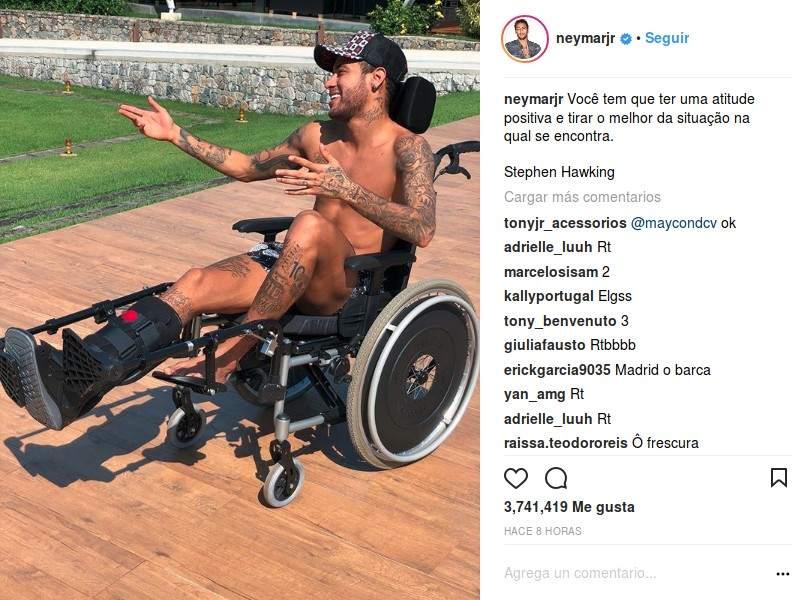 Homenaje de Neymar a Stephen Hawking