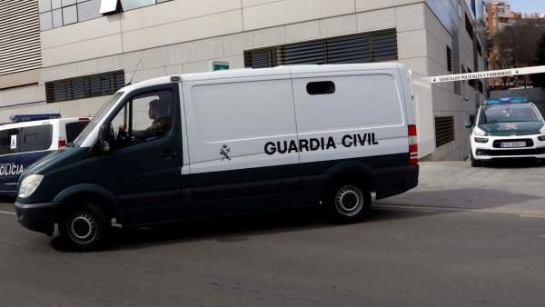 Un furgón de la Guardia Civil traslada al juzgado a Ana Julia Quezada