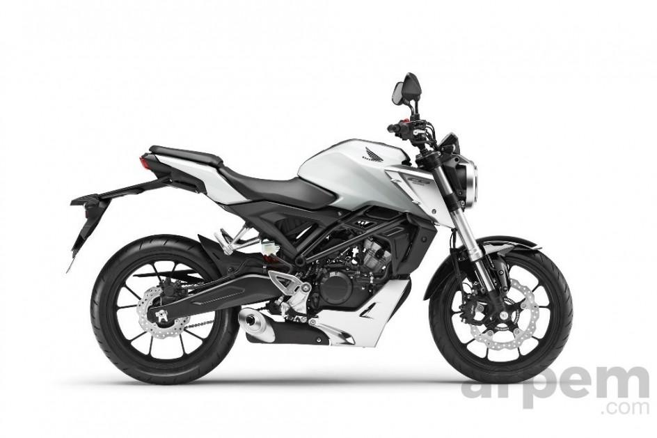 Buena para principiantes. La Honda CB125R es una moto atractiva, moderna, fácil de conducir y tiene unas buenas prestaciones que hacen que resulte fácil de manejar este vehículo.