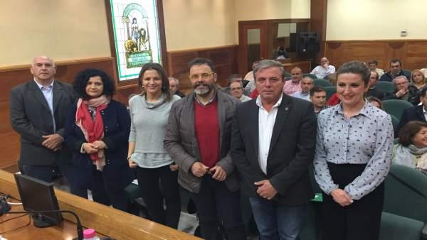 Delegados de la Junta en la reunión con colectivos vecinales de Jaén.