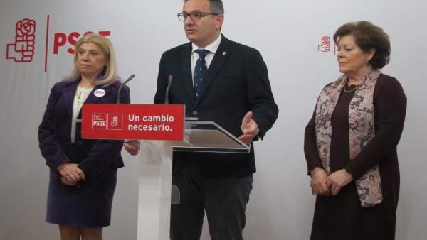 El secretario general del PSRM-PSOE, Diego Conesa, junto a Alarcón y Rosique