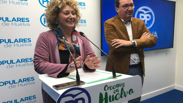 Pilar Marín, candidata del PP a la alcaldía de Huelva, con González