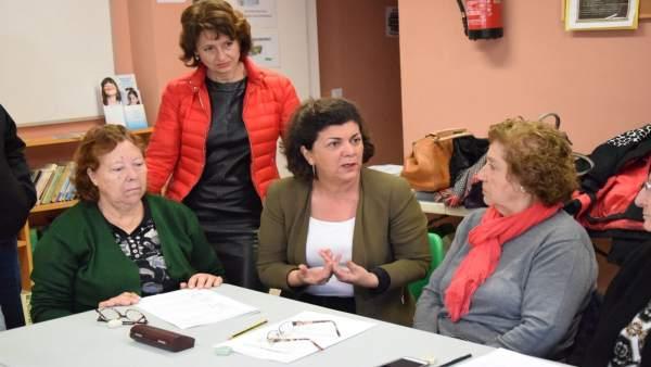 Fuensanta Lima visita asociación de vecinos Mangas Verdes