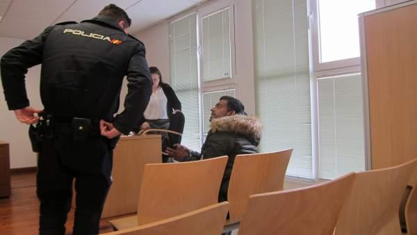 El acusado durante un receso del juicio