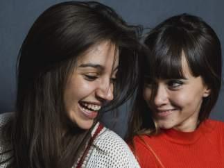 Ana Guerra y Aitana Ocaña durante un posado promocional en Madrid.