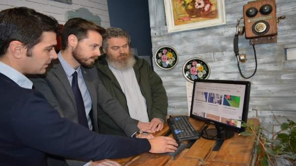 La Junta visita una web sobre compraventa de muebles antiguos