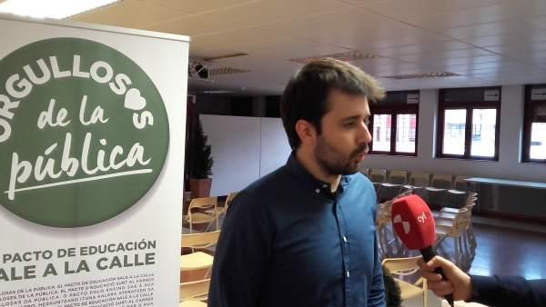 Javier Sánchez atiende a los medios antes del acto 15-3-18