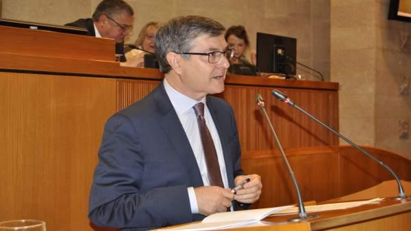 Vicente Guillén, en el pleno de las Cortes de Aragón