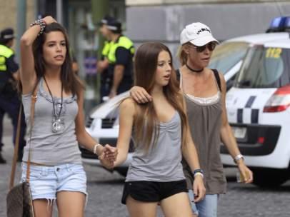 Belén Rueda con sus hijas