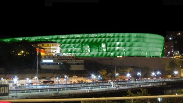 Montaje de San Mames iluminado de verde