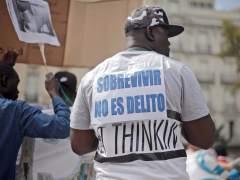 Mame Mbaye, el mantero fallecido, en una protesta por la criminalización del top manta