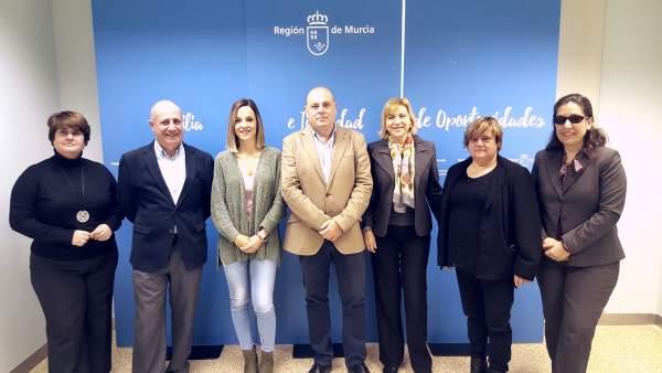 Tomás y Martínez y miembros de la Junta Directiva de Cermi