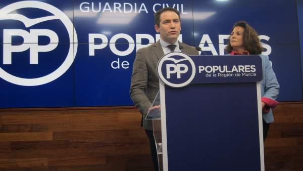 Teodoro García (PP) junto a Isabel Borrego