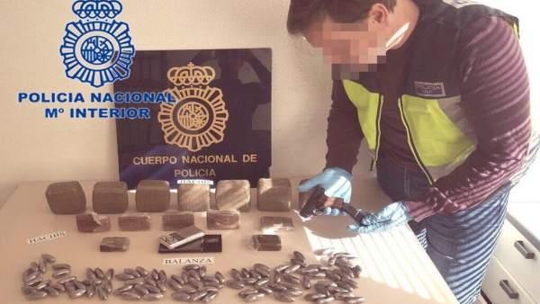 Detinguts després d'una persecució cinc joves per venda de substàncies estupefaents a Alacant