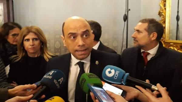 El PP d'Alacant busca suports per a una moció de censura contra Echávarri