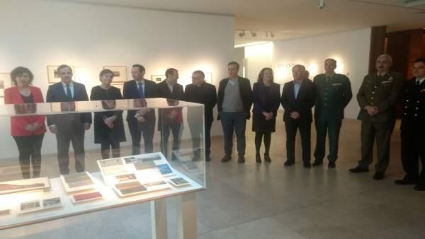 Autoridades que participaron en la presentación.