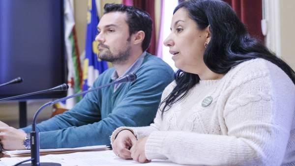 Los ediles Martin Vila y Ana Fernández del Ayuntamiento de Cádiz