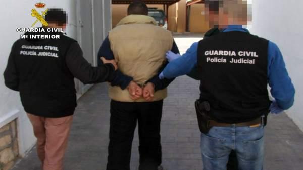 La Guardia Civil detiene a un experimentado delincuente buscado por autoridades