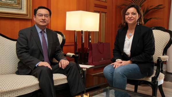 Isabel Ambrosio con Lyu Fan