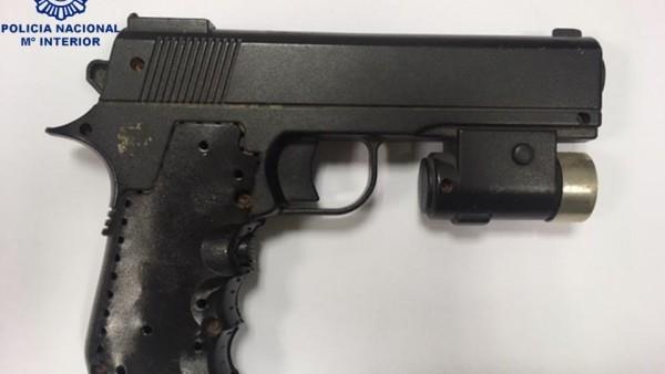 Arma sustraída por la Polícia