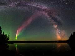 Científicos explican las luces púrpura del cielo de Canadá