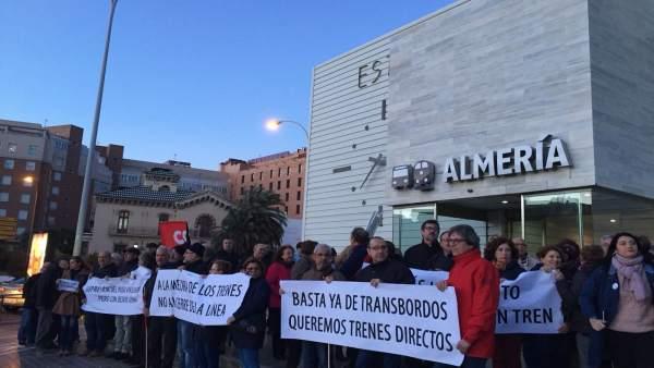 Protesta frente a la Estación Intermodal de Almería