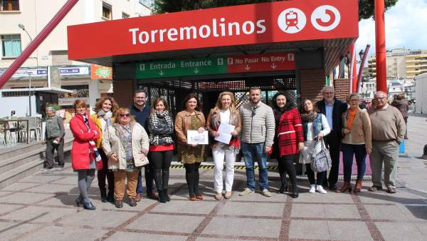 Representantes del PP en la estación de La Nogalera en Torremolinos
