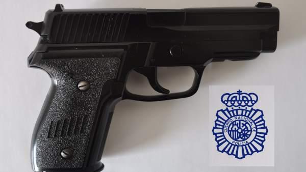 Pistola ocupada al ahora detenido en Ávila.