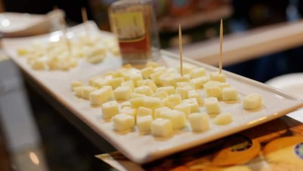 Tapa, tapas, comida, comer, picar, queso, quesos, cortar queso, queso cortado