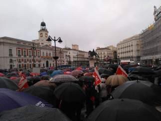 Manifestación bajo paraguas en Madrid