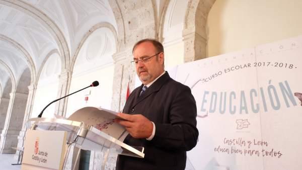 El consejero de Educación, Fernando Rey
