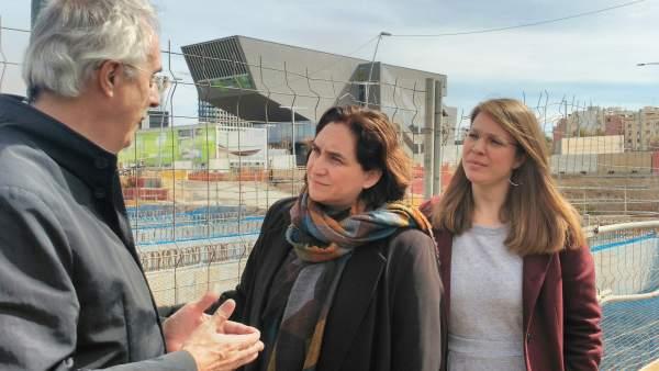 Ada Colau, alcaldesa de Barcelona, y Janet Sanz, teniente de alcalde