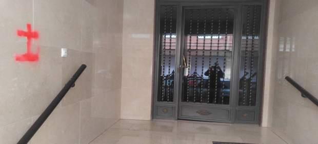 Somos Callosa denuncia que han aparecido pintadas franquistas en el edificio donde vive un concejal
