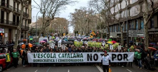 8.000 personas marchan en Barcelona en defensa de la inmersión lingüística
