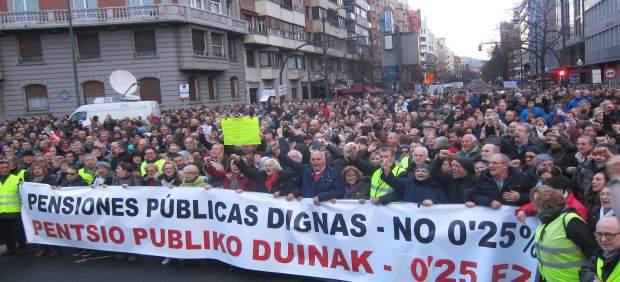 """Una marea humana recorre las calles de Bilbao para exigir una pensiones públicas dignas y decir """"no al 0,25%"""""""