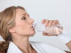 """Detectan una """"preocupante"""" presencia de plástico en agua embotellada"""