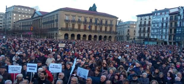 """Miles de personas se manifiestan en Pamplona para reclamar """"unas pensiones dignas"""""""