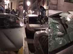 Graban a un grupo de encapuchados destrozando coches en Lavapiés