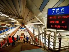China prohibirá a los ciudadanos con bajo 'crédito social' subir a trenes o aviones