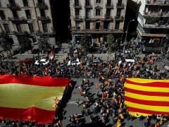 Miles de ciudadanos se manifiestan en Barcelona bajo el lema 'Ahora más que nunca, seny'