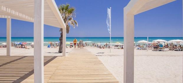 El Ayuntamiento acondiciona y prepara las playas para recibir a miles de turistas esta Semana Santa