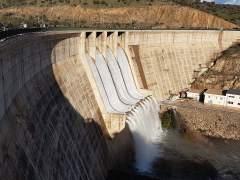 El pantano de Montoro comienza a desembalsar agua