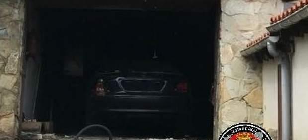 Sofocado un incendio en un garaje de una casa en Liencres