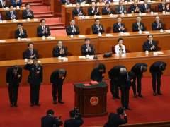 China cambia a la mitad del gobierno y al responsable del banco central