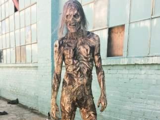 Zombi desnudo