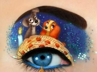 Una artista recrea escenas de películas en sus ojos